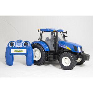 Britains Radio Control New Holland T6070 Tractor Toy